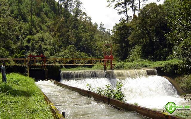 El río Cahabón cuando pasa por la presa de la Hidroeléctrica Chichaic  -Foto: Jorge M. Peláez Quiroa