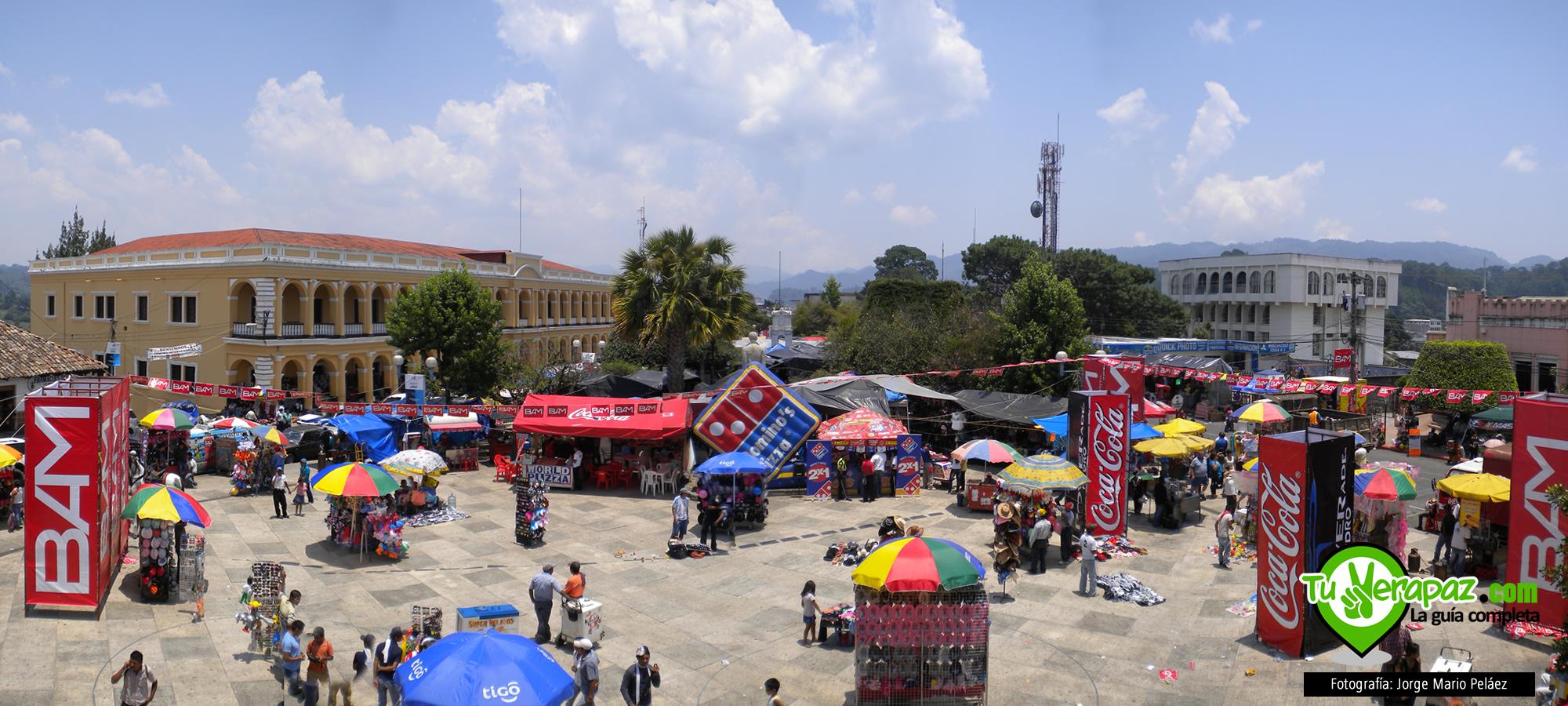 Panorámica del Parque Central de Cobán el día de la competencia Foto: Jorge M. Peláez - 2011