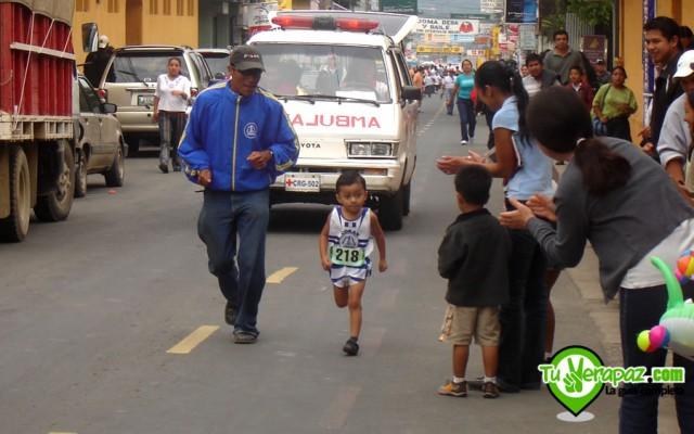 Los pequeños corren el día sábado previo a la carrera. Foto: Jorge M. Peláez