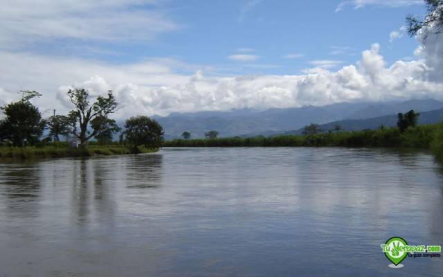 El río Polochic cuando pasa debajo el puente Hugo Droege en Santa Catalina La Tinta - Foto: Jorge M. Peláez Q.