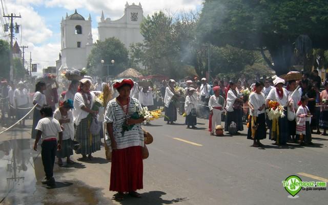 Desfile de candidatas para la elección de Princesa Tezulutlán en la ciudad de Cobán - Foto: Jorge M. Peláez Q.
