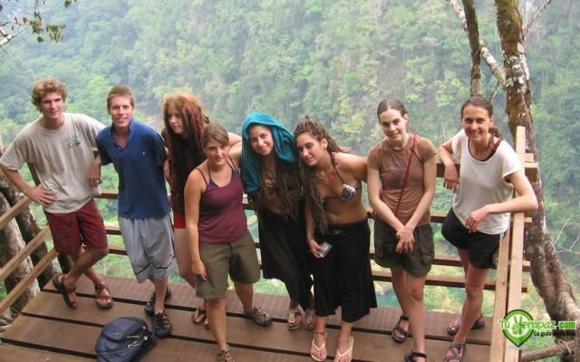 Turistas de diferentes países visitando Semuc Champey en Lanquín - Foto: Jorge M. Peláez Q.