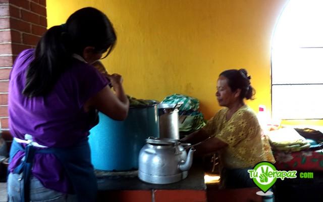 Una vez organizados en la olla, se ponen al fuego y llevan un período de dos a tres horas de cocción.