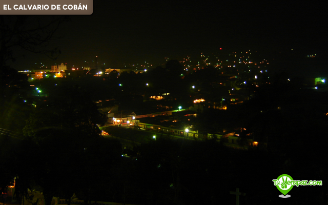 Vista panorámica del centro de Cobán por la noche desde el Calvario de Cobán. Foto: Jorge Mario Peláez - 2006