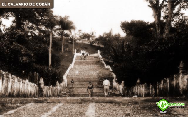 Base de las escaleras, por la vestimenta puede deducirse que se trata de mediados del siglo XX, se desconoce la fecha y el autor. Edición: Jorge Mario Peláez - 2015