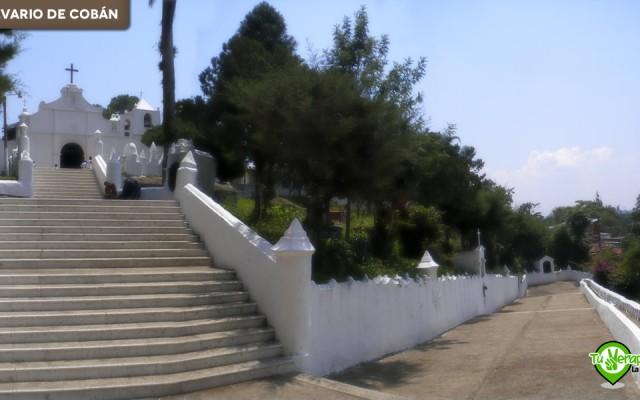 Panorámica de la escalinata, parte del cementerio y el templo. Foto: Jorge Mario Peláez - 2008