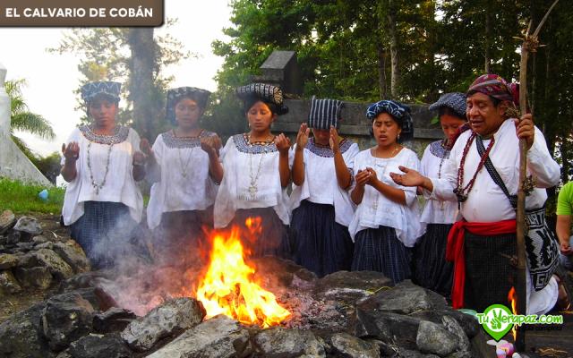 Con la apertura de la sociedad y el fortalecimiento de los pueblos mayas, hoy en día pueden verse ceremonias ancestrales que se remontan en sus inicios al legado de los mayas. Foto: Fredy Barrios - 2013