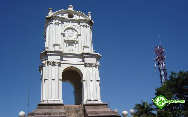 Guía Turística Verapaces - 118 Monumentos del Parque Central Torre del Reloj