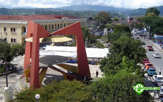 Guía Turística Verapaces - 102 Monumentos Parque Central